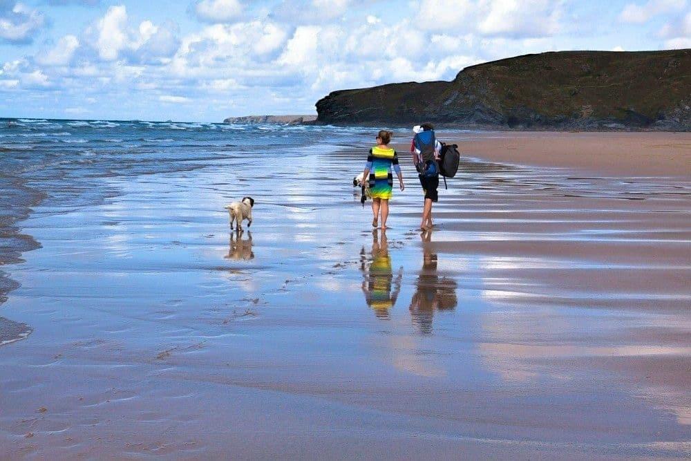dog friendly mawgan porth beach